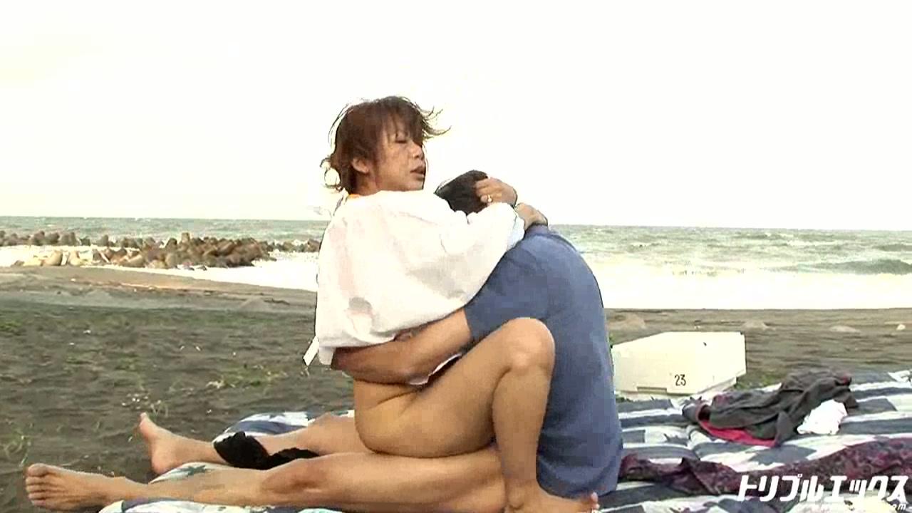 海の女は性欲旺盛!?もんぺおっかさん!ハマグリ全開♪ (HD)