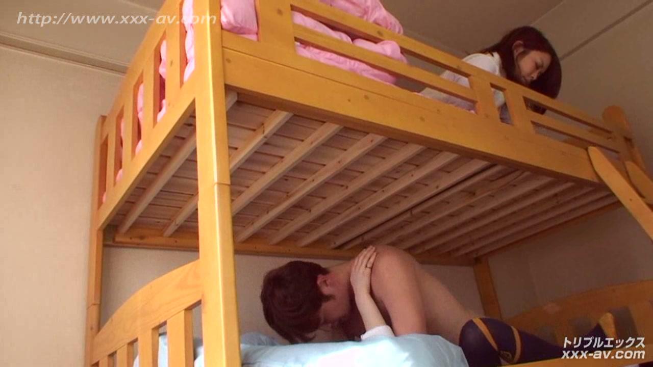 二段ベッドがきしむ程、感じる姉の喘ぎ声を聞いて発情しだす妹2 フルハイビジョン vol.01
