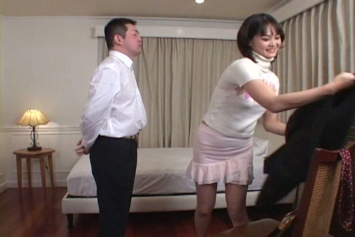 結婚仕立てで、興奮するの!コスプレママ♪ 2