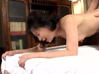 淫乱すぎるセクシー人妻を一晩好きに…♪