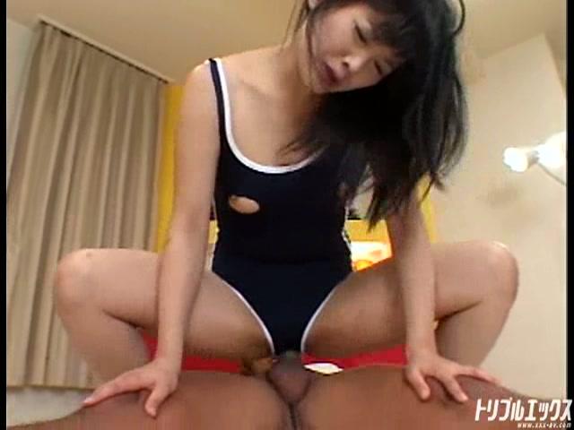 この萌度犯罪級!童顔美少女を制服・スク水なんでもありのハメ倒し!!