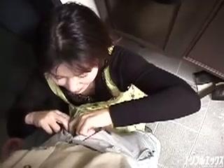 息子の多額の借金の為、取立屋に身体を差し出す母親