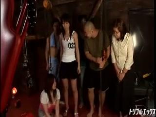 AV撮影でADのぽっちゃりな女の子を激しく虐めまくる