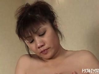 泥酔した母に抱きつかれ息子は欲情、一人の女として抱く