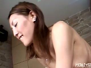 年の離れた若い女性のカラダを弄り倒す