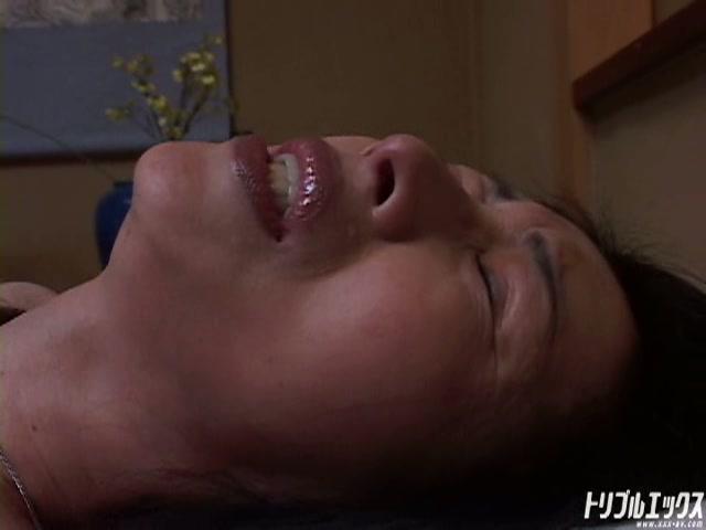 突然倒れたエッチ好きな妻の身体を電マで火照らせると…