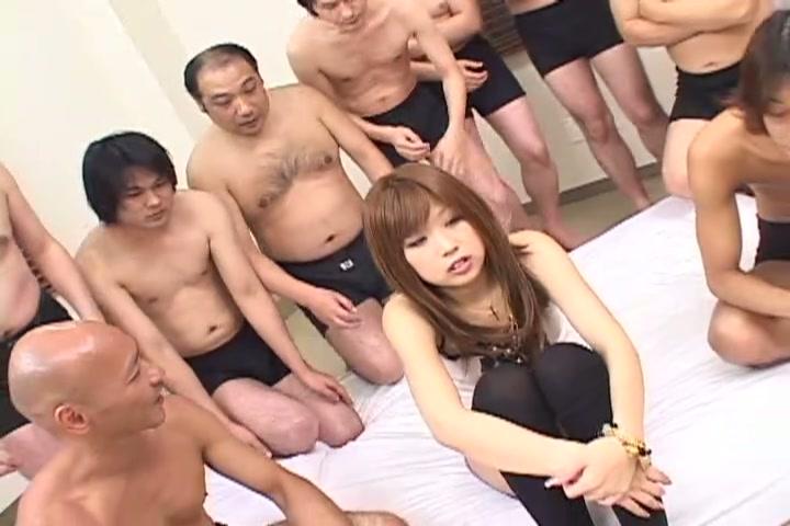 童顔美女過激なオマンコ遊戯 2