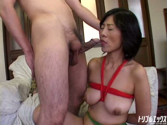 淫乱熟女と自宅でSMプレイ!!
