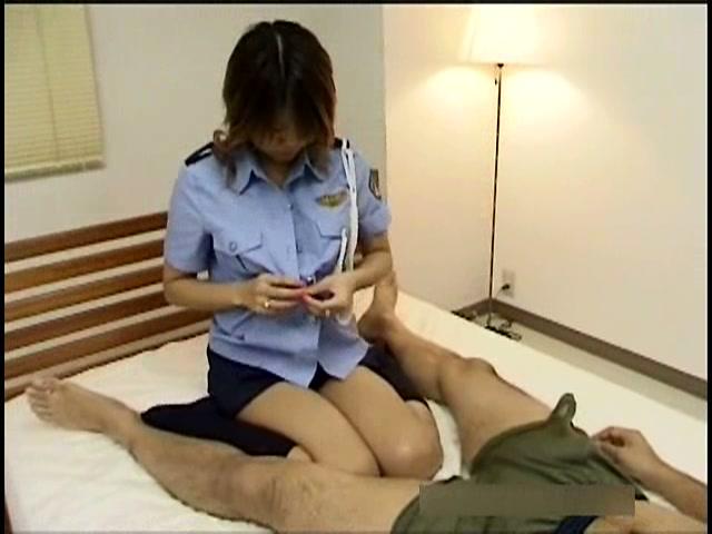 婦人警官コスで恥じらいエッチ 星野りりあ