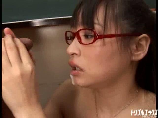 メガネ萌えなロリロリっこにお仕置きイラマチオ、五連続ブッカケさせちゃう