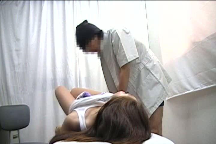 セクハラ整骨師のテクに虜になってしまった女の子