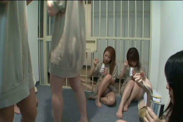 狂った女囚と猟奇的女看守の地獄のレズSEX!!